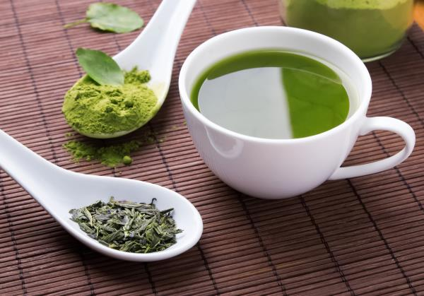 Sulforaphane from sprouting seeds and EGCG from green tea - an effective combination against ER-ve breast cancer
